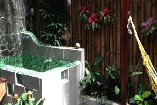 Garden-bath-suites-banana-azul