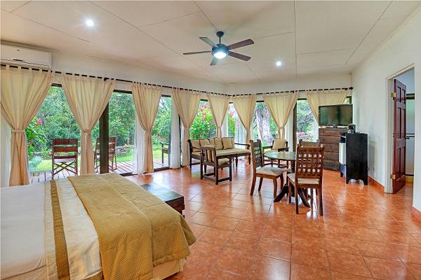 hotel_hacienda_guachipelin-suite