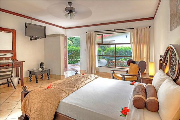 hotel_hacienda_guachipelin_superior